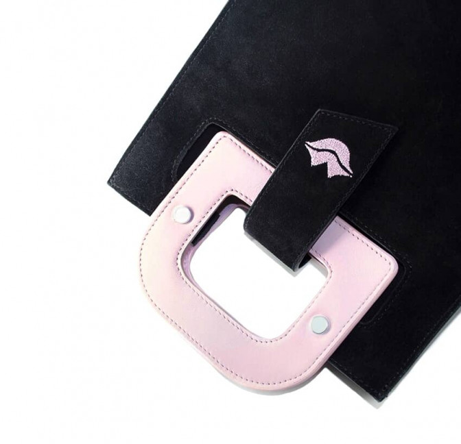 Sac en cuir noir velours ARTISTE, broderie bouche et anses rose, vue 3 |Gloria Balensi