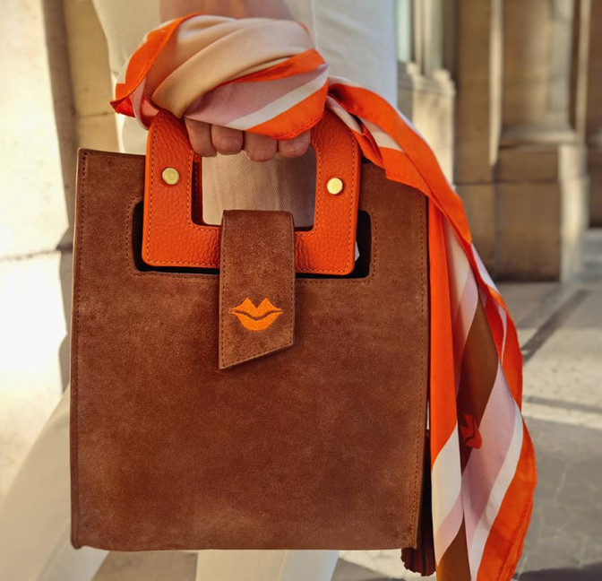 Camel beige suede leather bag ARTISTE, orange handle and mouth embroidery , view 2    Gloria Balensi