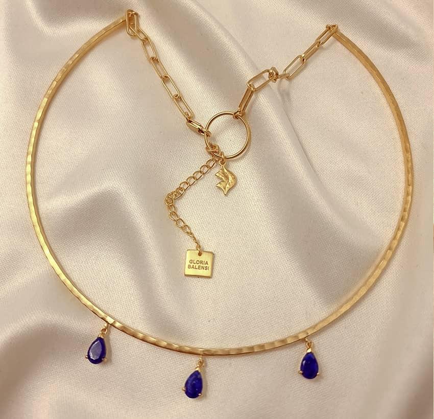 NAYA torque necklace with Lapis Lazuli, front view 2 | Gloria Balensi