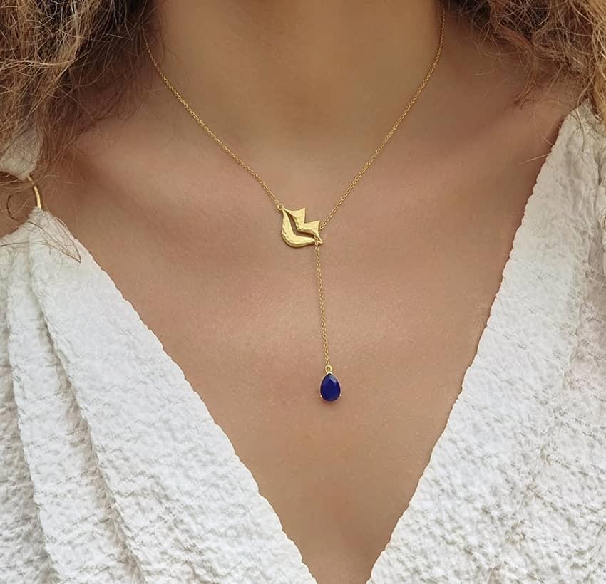 Collier chaîne HÉRA avec lapis lazuli, vue portée   Gloria Balensi