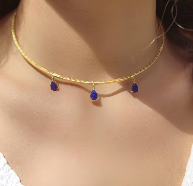 NAYA torque necklace with Lapis Lazuli, front view 4 | Gloria Balensi