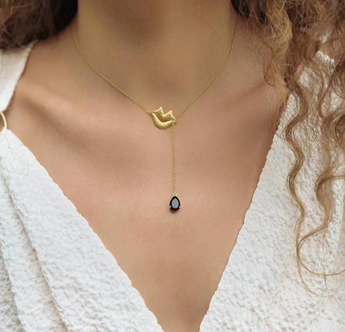 Collier chaîne HÉRA avec onyx noir, vue portée | Gloria Balensi