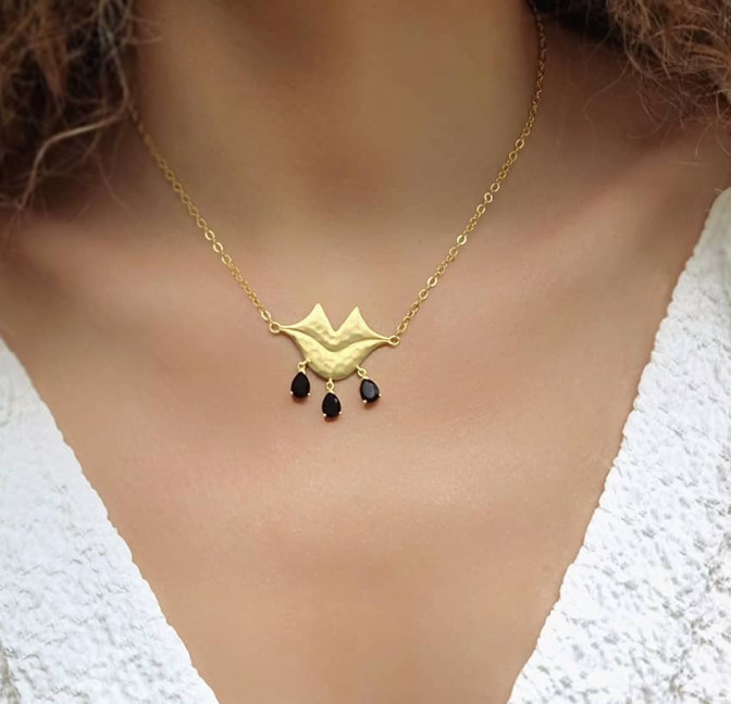 VENUS chain necklace with black Onyx, front view 2 | Gloria Balensi