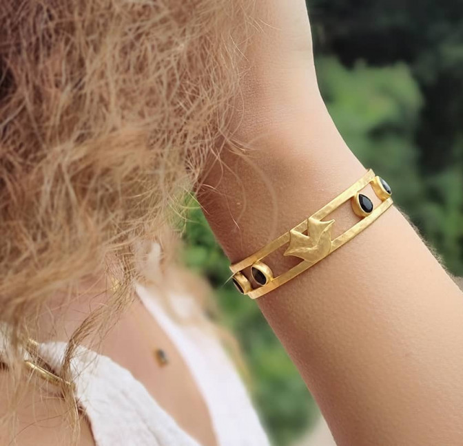 Gold-plated bracelet OLYMPE with black Onyx, front view 2   Gloria Balensi