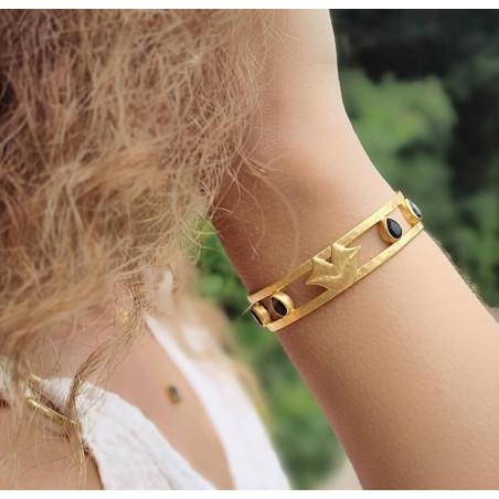 Bracelet jonc plaqué or OLYMPE avec Onyx noir, vue portée | Gloria Balensi