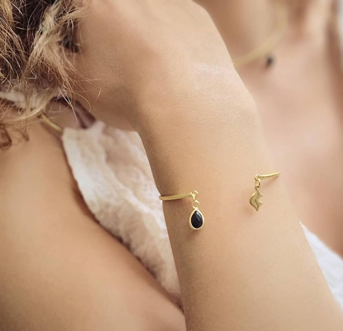 Gold-plated bracelet AVA with black Onyx, front view 2| Gloria Balensi