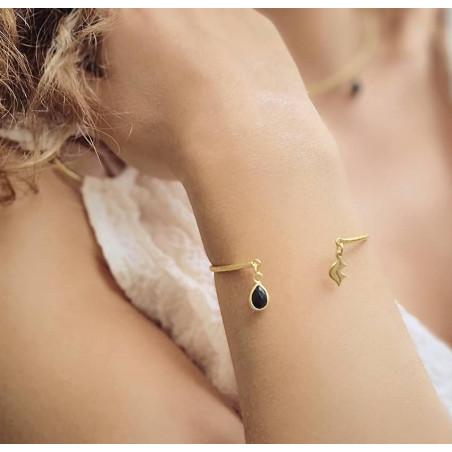 Bracelet Jonc plaqué or AVA avec Onyx noir, vue portée| Gloria Balensi