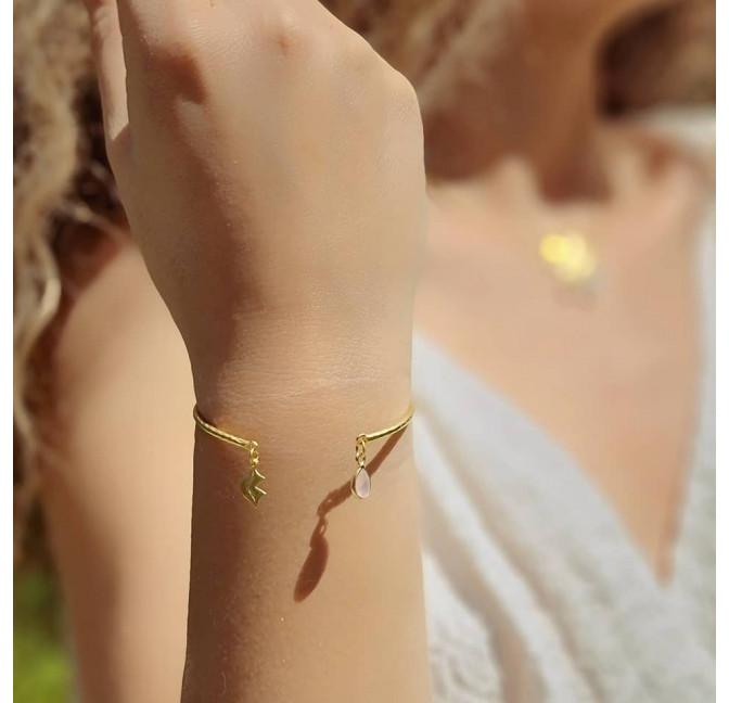 Bracelet Jonc plaqué or AVA avec quartz rose, vue portée   Gloria Balensi