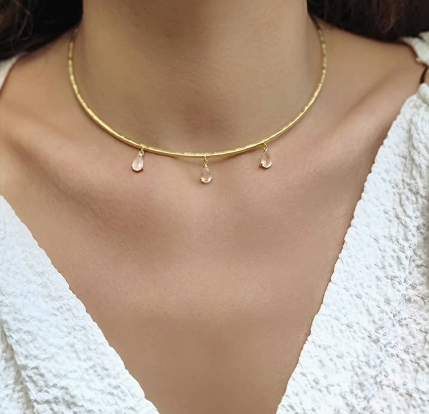 NAYA torque necklace with pink quartz, front view 4| Gloria Balensi