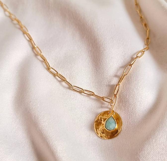 Gold-plated MAYA chain necklace, pendant and amazonite, lifestyle view | Gloria Balensi