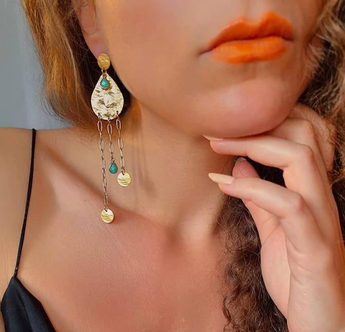 Boucles d'oreilles plaqué or LUNA, amazonite et médailles, vue de face 2 | Gloria Balensi