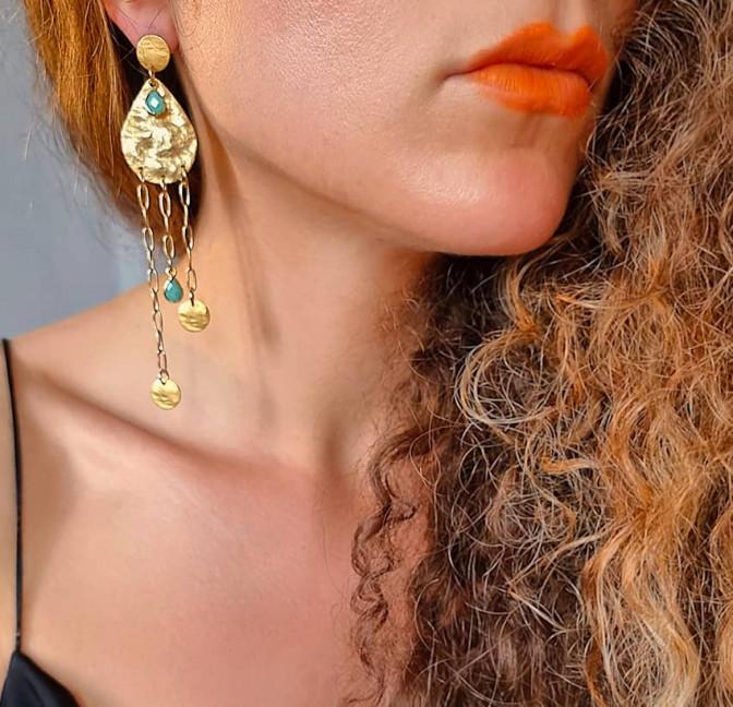 Boucles d'oreilles plaqué or LUNA, amazonite et médailles, vue de face 1 | Gloria Balensi