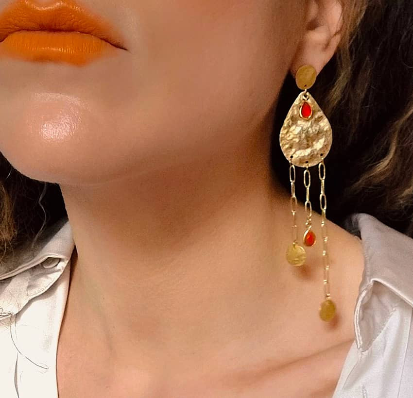 Gold-plated earrings LUNA, red onyx and pendant, front view n°1 | Gloria Balensi