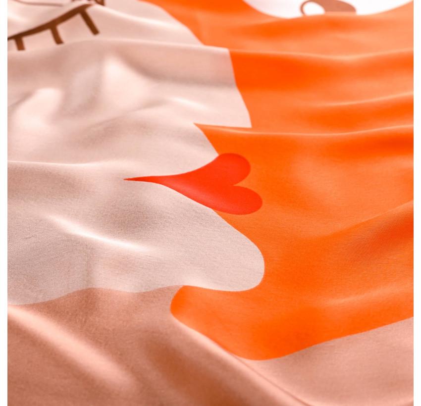 "Carré de soie ""BISOU"" orange, vue avec zoom | Gloria Balensi"