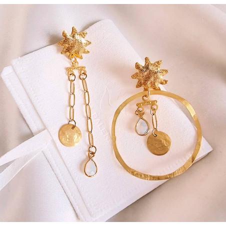 Boucles d'oreilles dépareillées plaqué or, pierre de lune, vue 4| Gloria Balensi