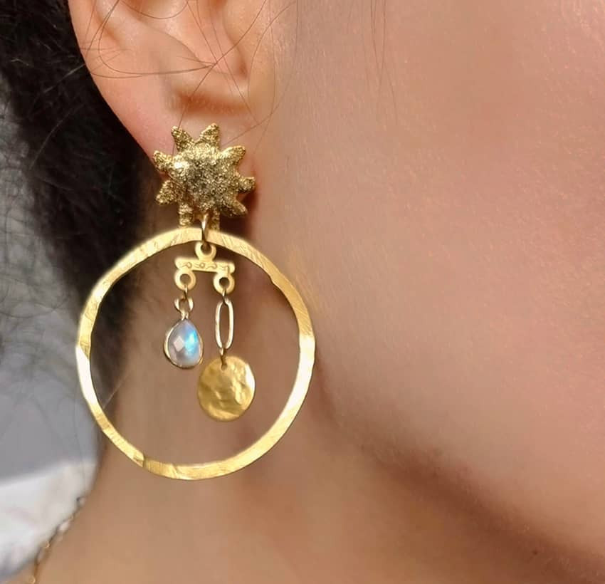 Gold-plated mismatched earrings, moonstone and pendant, view 3 | Gloria Balensi