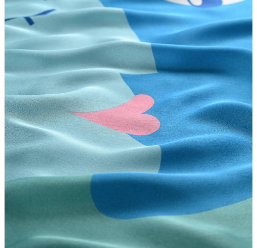 "Carré de soie ""BISOU"" bleu, vue avec zoom | Gloria Balensi"