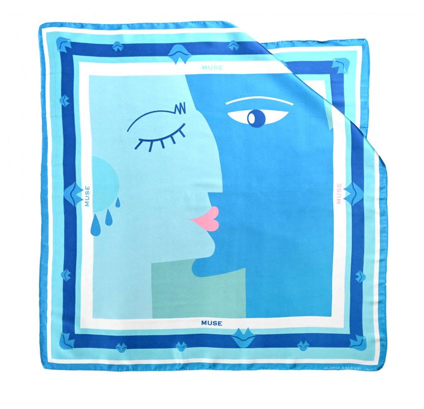 "Carré de soie ""BISOU"" bleu, vue n°1| Gloria Balensi"