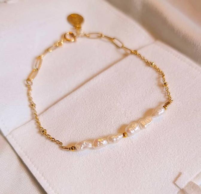 Bracelet chaîne plaqué or avec perles de culture irrégulières, vue 1  | Gloria Balensi