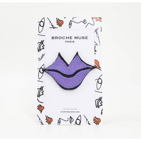 Woman's MUSE brooch embroidered in purple GLORIA BALENSI on calf leather, front view