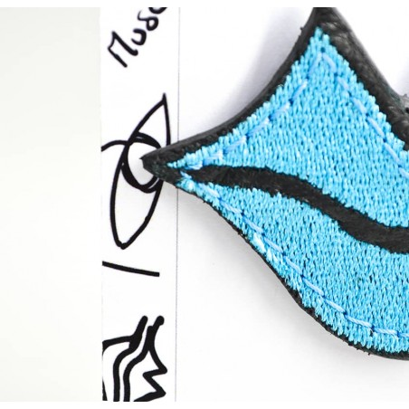 Woman's MUSE brooch embroidered in sky blue GLORIA BALENSI on calf leather, front zoom view