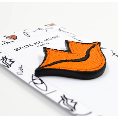 Woman's MUSE brooch embroidered in orange GLORIA BALENSI on calf leather, lying down view