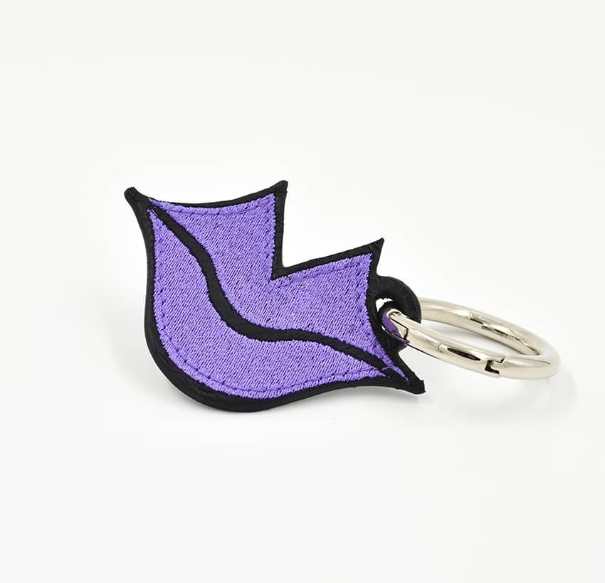 Porte-clés GLORIA BALENSI violet, brodé sur cuir, fait à la main, vue devant