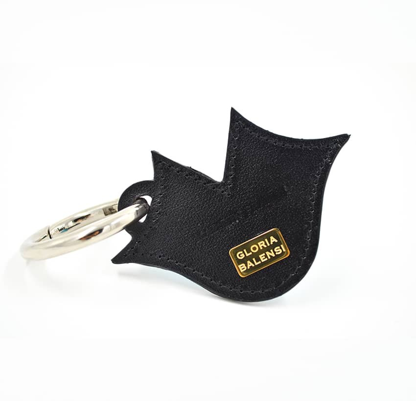 Porte-clés GLORIA BALENSI bleu ciel, brodé sur cuir, fait à la main, vue dos