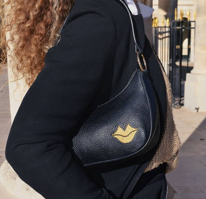 Baguette bag for woman, shoulder bag MIA gold GLORIA BALENSI in French bull calf leather, view look 2
