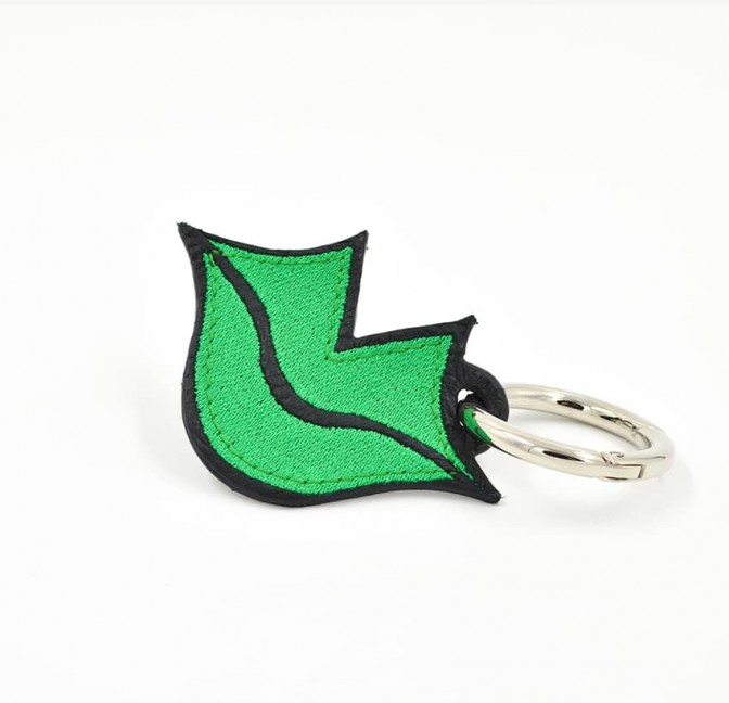 Green embroidered keychain on leather GLORIA BALENSI, handmade in France seen from the front.