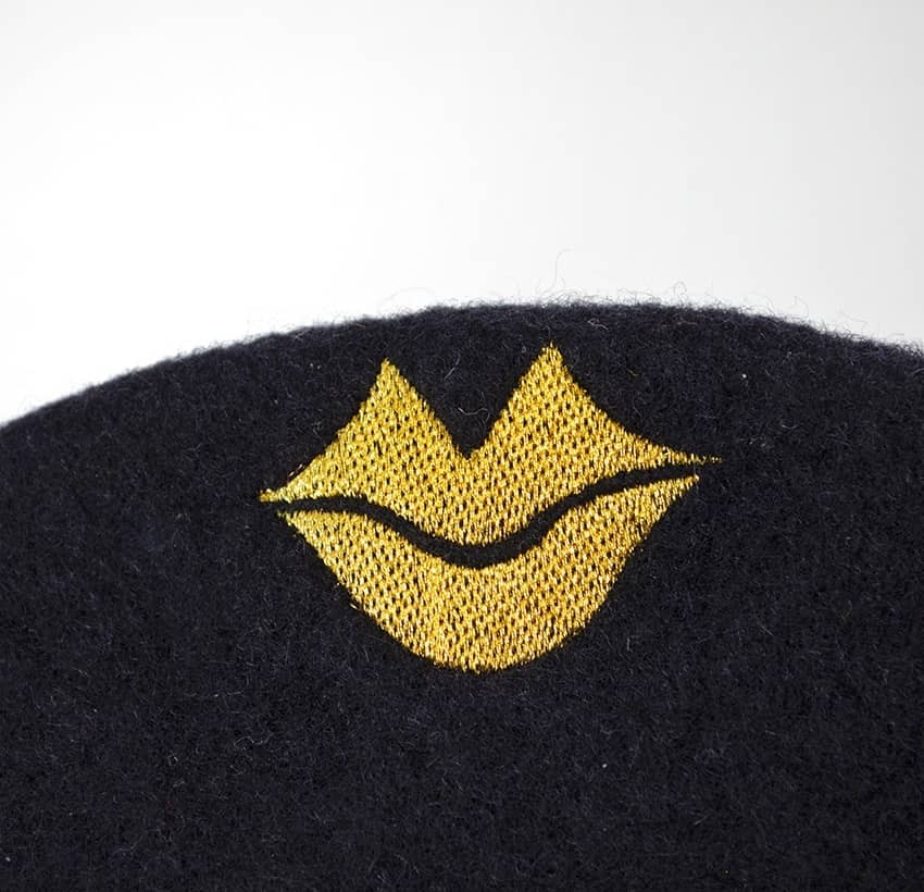 Black wool beret with gold mouth embroidery, zoom view 2| Gloria Balensi