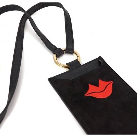Pochette téléphone noir TÉLI, vachette et daim, broderie bouche rouge, vue couchée | Gloria Balensi