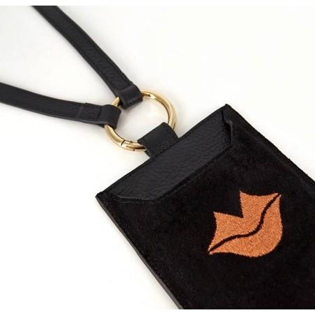 Pochette téléphone noir cuir daim, broderie bouche orange TÉLI, vue 3 | Gloria Balensi