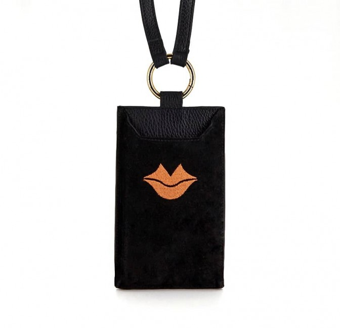 Pochette téléphone noir cuir daim, broderie bouche orange TÉLI, vue 1 | Gloria Balensi