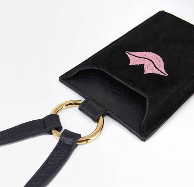 Pochette téléphone noir cuir daim, broderie bouche rose TÉLI, vue 7 | Gloria Balensi
