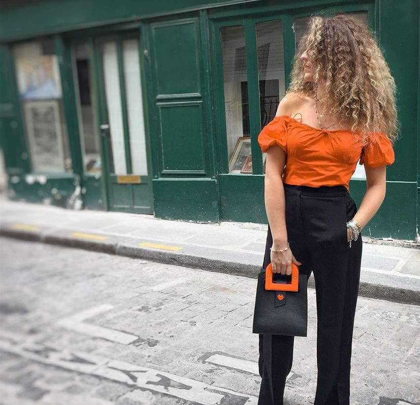 Artist's handbag Orange GLORIA BALENSI in Taurillon leather, view of the shoulder strap.