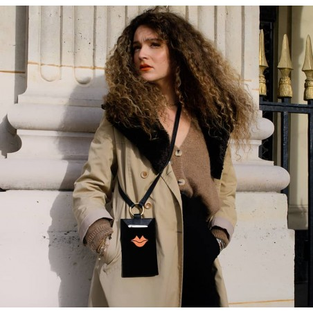 Pochette téléphone noir cuir daim, broderie bouche orange TÉLI, vue 9 | Gloria Balensi