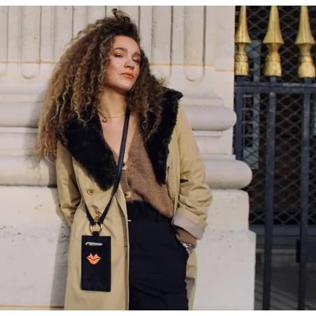 Pochette téléphone noir cuir daim, broderie bouche orange TÉLI, vue 2 | Gloria Balensi
