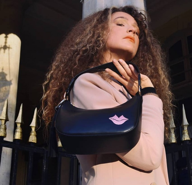 MIA black and pink baguette bag in cowhide leather, look 3 view | Gloria Balensi
