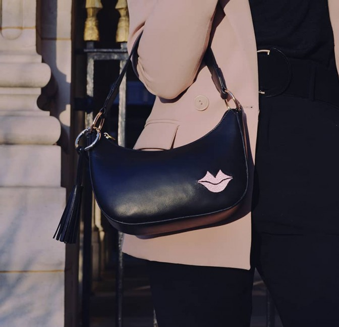 MIA black and pink baguette bag in cowhide leather, look 2 view | Gloria Balensi