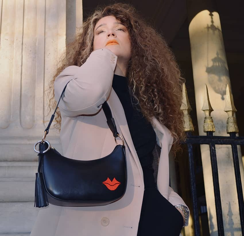 MIA black and red baguette bag in cowhide leather, look 2 view | Gloria Balensi