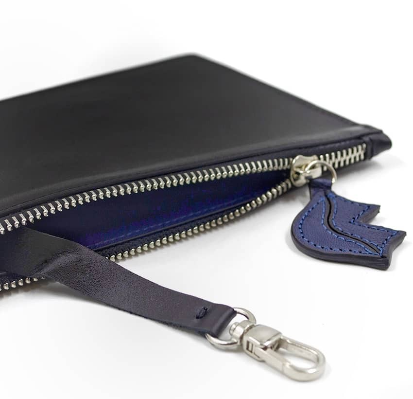 Black leather Zipped pouch ISADORA, navy blue mouth, lying view  | Gloria Balensi