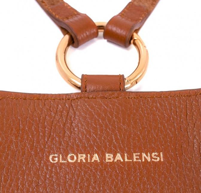 Camel TÉLI phone pouch, back view lettering | Gloria Balensi
