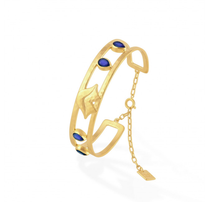 OLYMPE hammered bangle with chain clasp and Lapis lazuli, side view | Gloria Balensi
